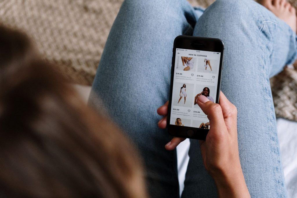 woman doing online shopping